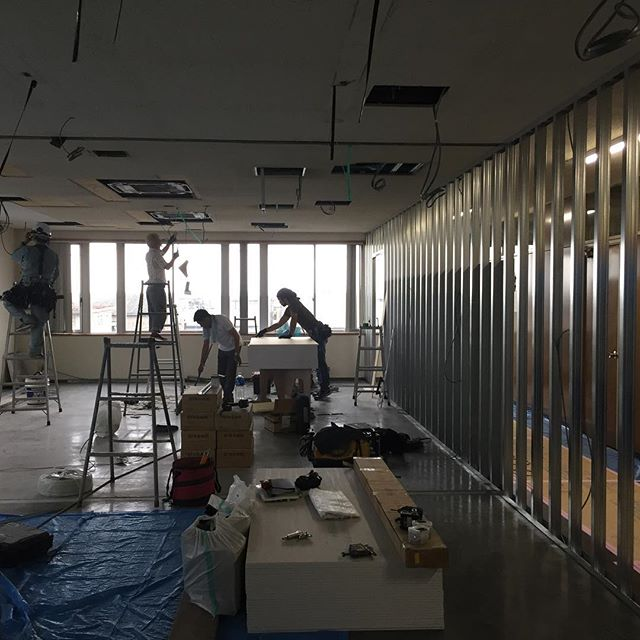綺麗に軽量鉄骨下地が組み上がりました。職人さん、休日出勤ありがとうございます!#設計室改装工事#リフォーム #浜松市 #ラグデザイン #休日出勤 #軽量鉄骨