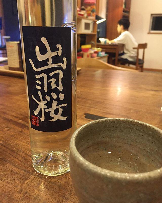 今宵は五年大古酒低温熟成原酒  出羽桜をいただく。急に寒くなり、日本酒が美味しいく感じます。季節と共に味わいます。