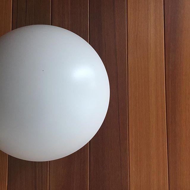 壁:レッドシダー照明:Louis Poulsen  PH hat