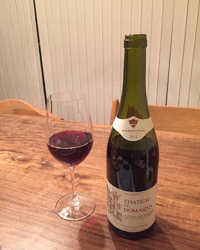 外呑みは普段しない伊藤です。今夜はお客様から頂いたフランス産の赤ワインを大石農場ハム工房さんの合鴨スモークと一緒にいただきました。贅沢な時間を過ごせることに感謝しつつ、楽しいことを考えています。#赤ワイン #大石農場ハム工房 #合鴨スモーク #elledecor #pen