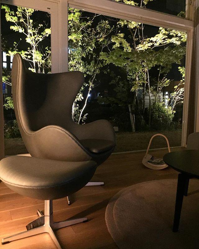 夜のoriori gallery#oriori #夜景 #フリッツハンセン #fritzhansen #庭 #新緑