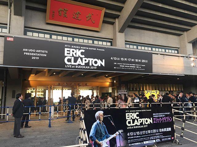 ギターの神様に会ってきました。感動!ライブ中、彼を見て自分を当てはめながらこれからの人生を考えさせられました。エリック、ありがとう!#エリッククラプトン #日本武道館 #マーチンギター #ギターの神様