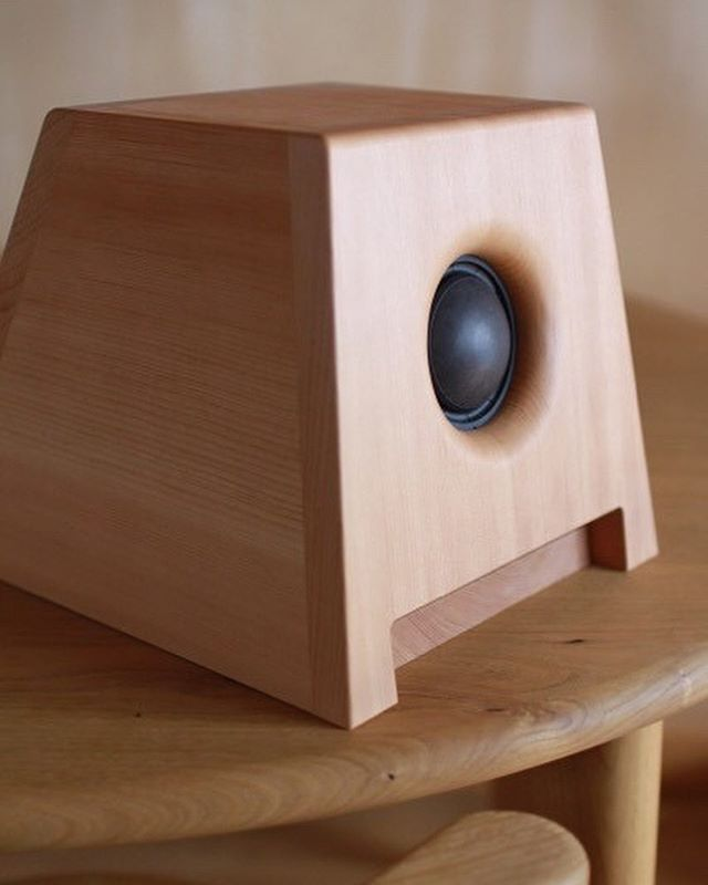 明日のoriori  nightは「 ZENNON ACOUSTIC 」ゼノン・アコースティックのスピーカーをoriori  galleryに設置。スピーカー試聴会を開催珈琲やお菓子を用意しますよ。参加費は無料です。 「音の特徴としては、自然界の音波の発生原理と同じ球面波を発生させ、録音音源を忠実に再生します。リアルでクリヤな音を体感して下さい。お気に入りの音源をお持ちいただき、聞き比べも是非!」 oriori night毎月第4土曜日開催21時までの延長営業#oriorigallery #oriorinight#クリアな音 #正しい音 #スピーカー試聴会